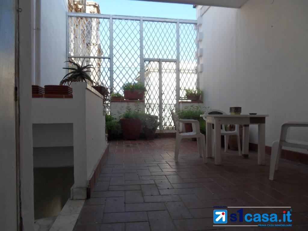 Appartamento in vendita a Galatone, 6 locali, prezzo € 95.000 | CambioCasa.it