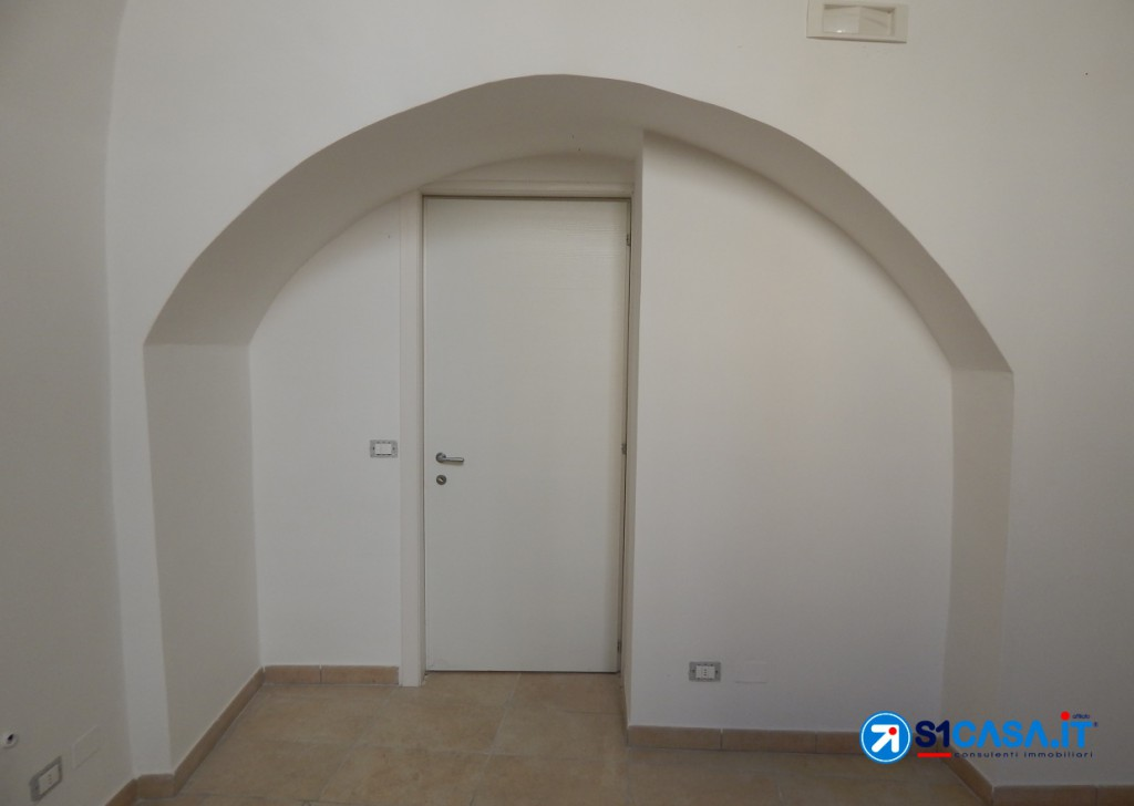Rent Business / Commercial License Galatone - Business Room In Via Chiesa Locality